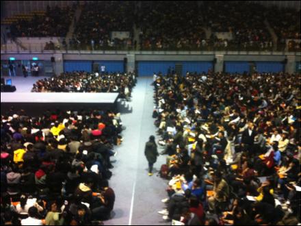 小銘因為Michael Sandel的關係,認識了社群主義。 圖為 2012 年 12 月 11 號小銘參加 Michael Sandel 的演講。